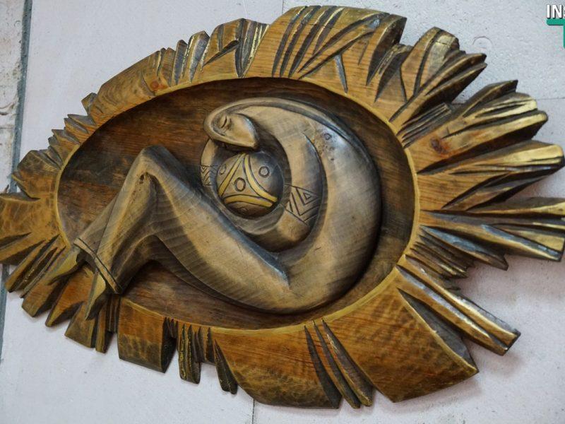 Для николаевцев открыли выставку красивых и философских панно, выполненных мастером Одробинским