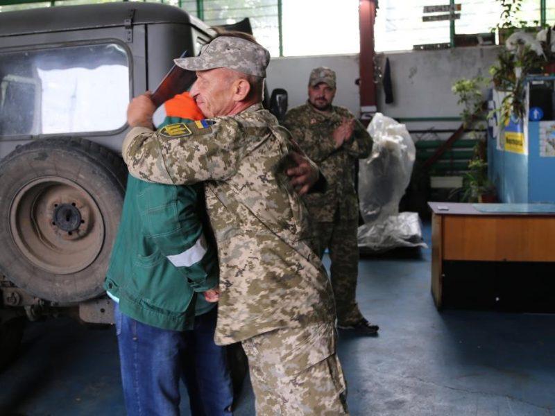 Южноукраинские атомщики передали военным отремонтированную технику