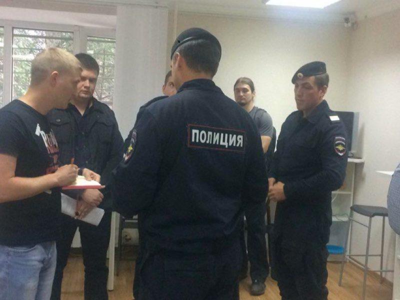 Завтра в России пройдут акции против пенсионной реформы. Их организаторов арестовывают и запугивают по всей стране