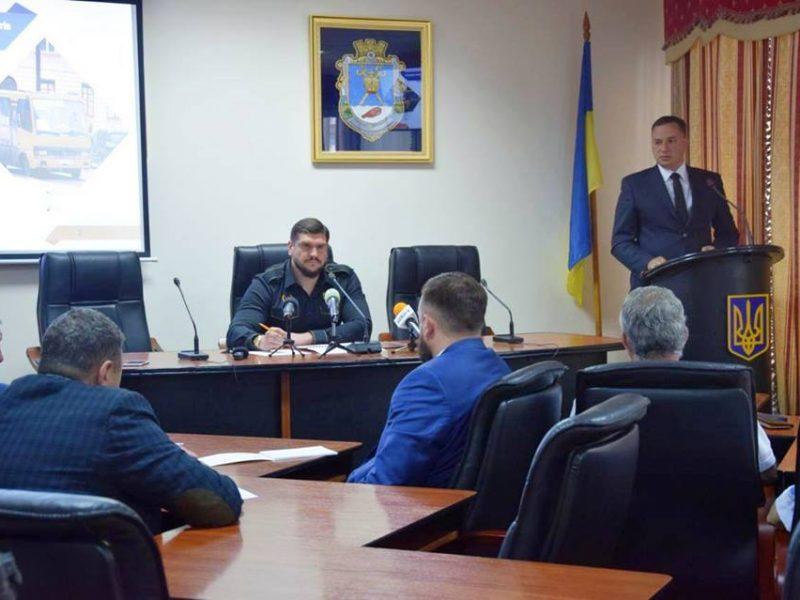 Алексей Савченко сказал, что будет бороться за  Максименко и 100 миллионов. И поставил чиновника в пример журналистам