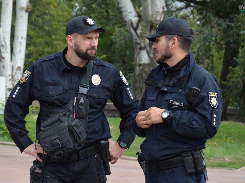 В Киеве отец и крестный двух несовершеннолетних девушек использовали их для порносъемок