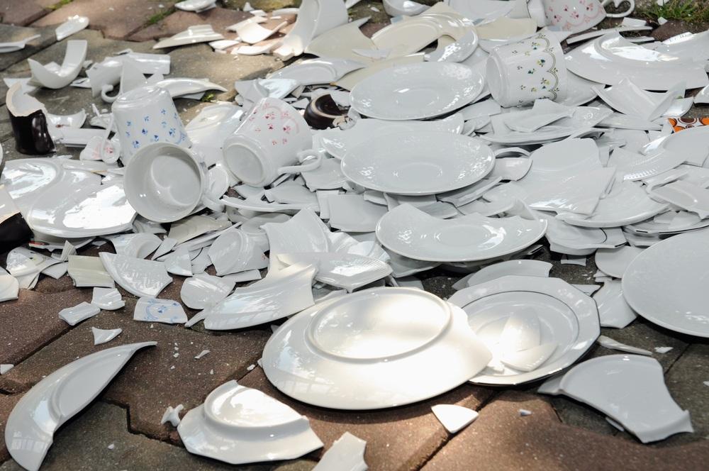 разбитая тарелка к счастью картинки вот