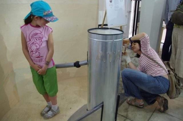 В России придумали робота, который может отшлепать ребенка