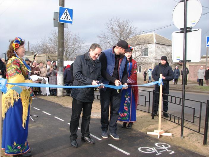 Николаевские велосипедисты настолько суровы, что за год «убили» велодорожку, рассчитанную на 10 лет