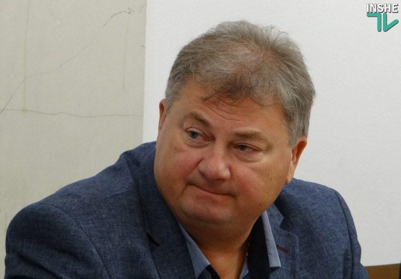 «Не было б там листвы, наверно, землю привезли бы» – Волков прокомментировал выгрузку грузовика мусора у Ингульской администрации и пожаловался на бездействие полиции