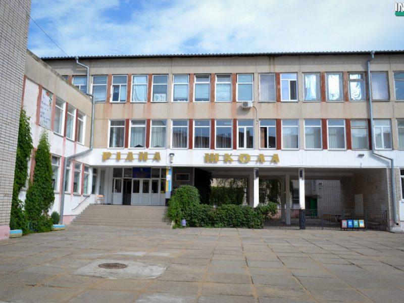 Из-за некачественного питания заведующую производством в школе №1 имени Ольжича отстранили от исполнения обязанностей