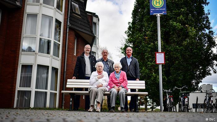 В Германии для пенсионеров с деменцией установили муляж остановки