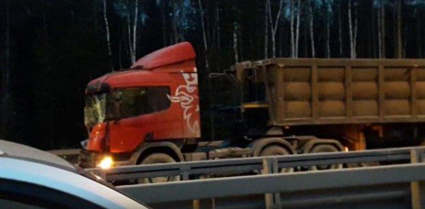 В России легковушка врезалась в грузовик: погибли 5 человек, в том числе трое детей