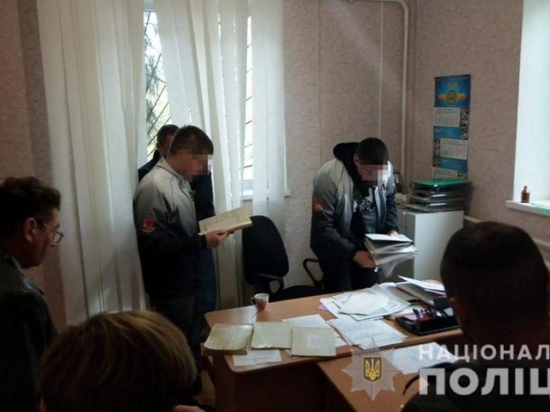 Подозреваемый во взяточничестве начальник Кривоозерской госбольницы ветмедицины отстранен от должности и посидит под ночным домашним арестом