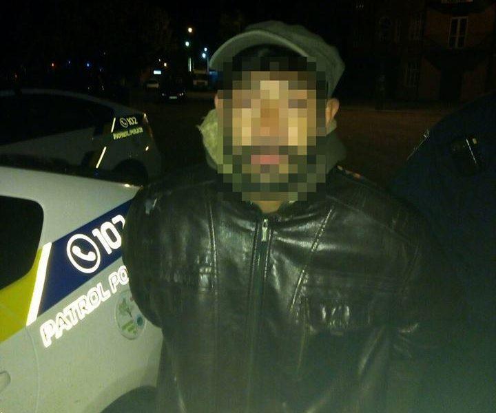 В Николаеве патрульные задержали грабителя