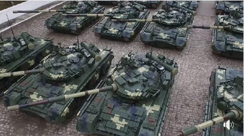 """Украинские военные получили 16 танков и 5 БТРов производства ГК """"Укроборонпром"""""""