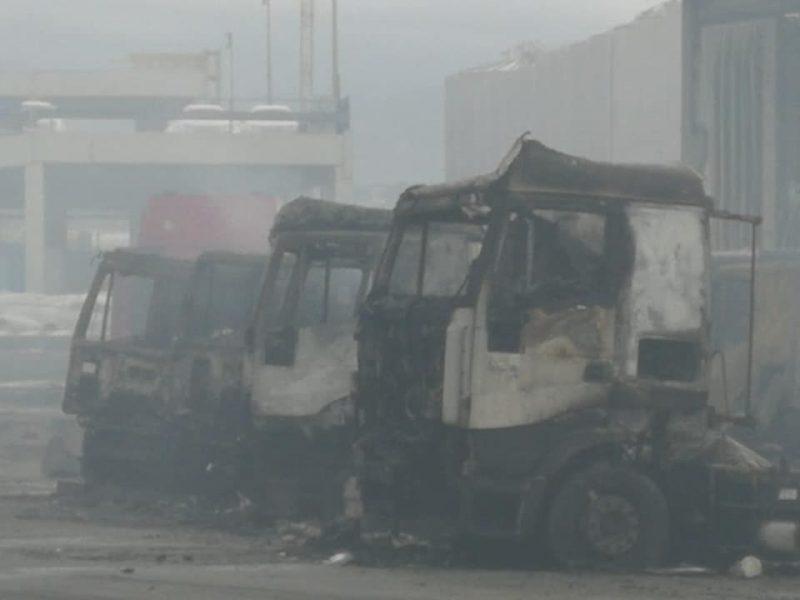 Огонь из-за воды. В порту Италии сгорели сотни новых машин. В основном — Maserati
