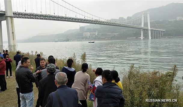 В Китае пассажирский автобус упал в реку с 60-метрового моста – пока известно о двух погибших