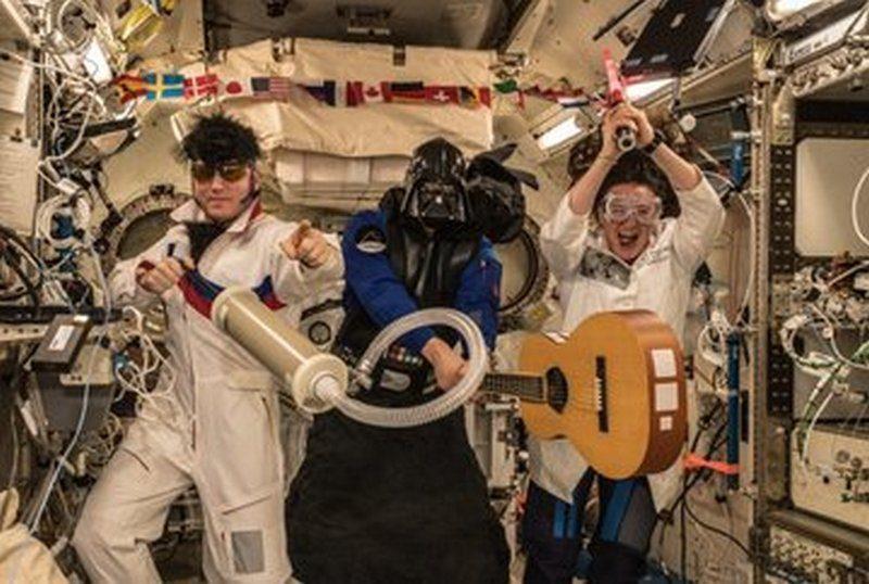 Даже на МКС сегодня отметили Хеллоуин