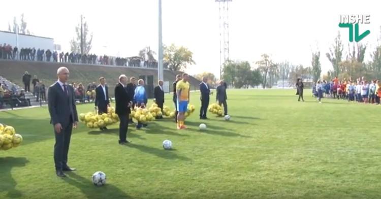 110-летие футбола в Николаеве отметили символическим матчем на новом поле