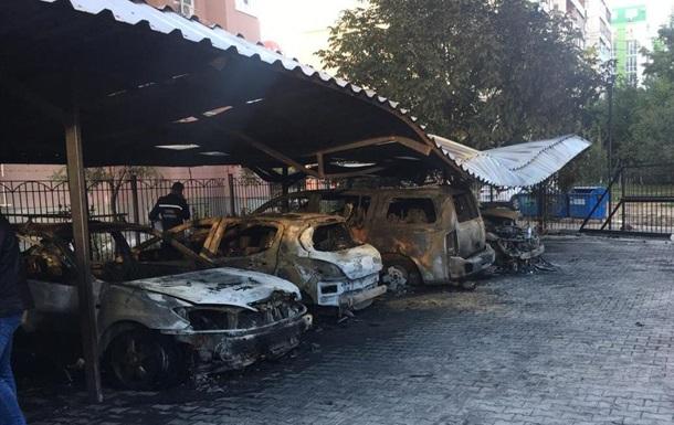 В Одессе сожгли пять автомобилей на стоянке