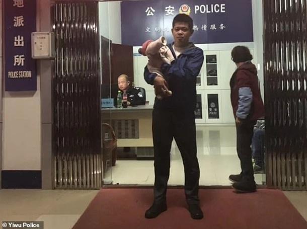 Мечтавший о сыне китаец продал новорожденную дочь за 500 долларов
