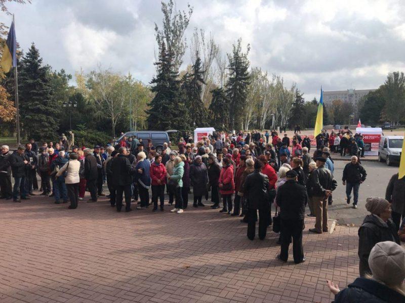 """В Николаеве у стен мэрии прошел """"коммунальный"""" митинг"""