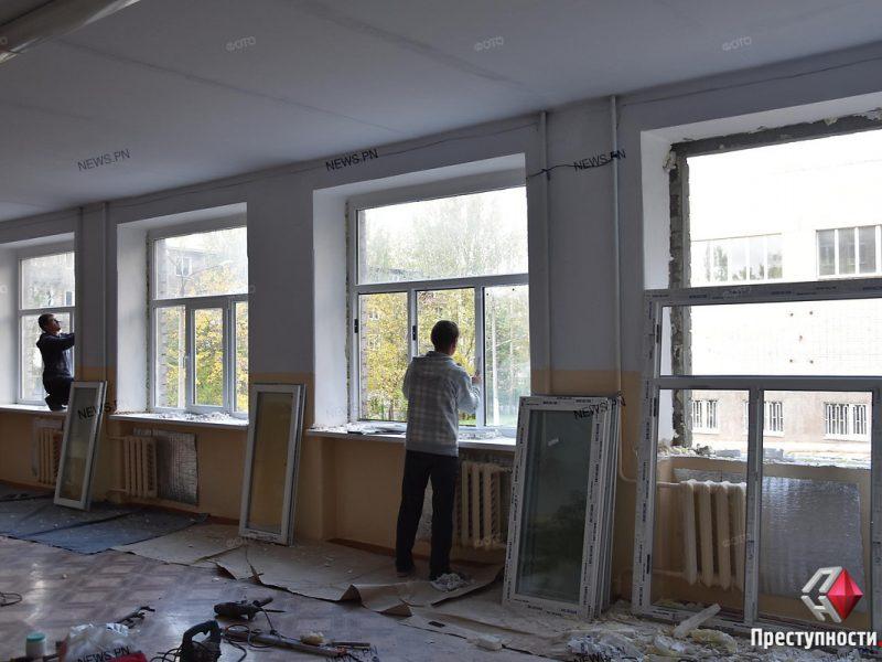 Деньги на супер-новые окна в школе №3 Николаева пять лет собирали с родителей
