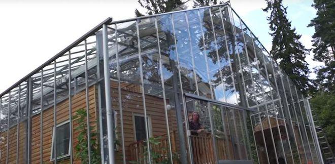 Дом внутри теплицы. Шведы придумали, как экономить на отоплении