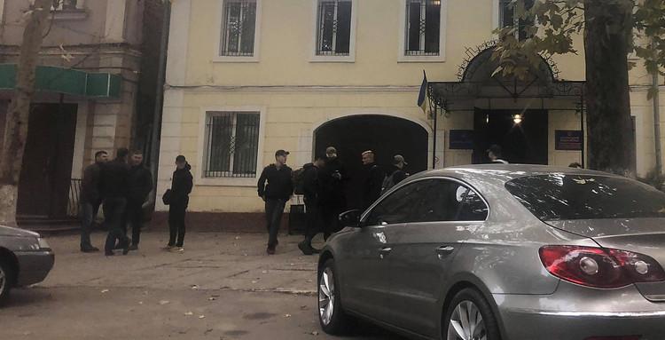 Полиция через час отпустила праворадикалов, устроивших «фекальное нападение» на сессии Николаевского горсовета