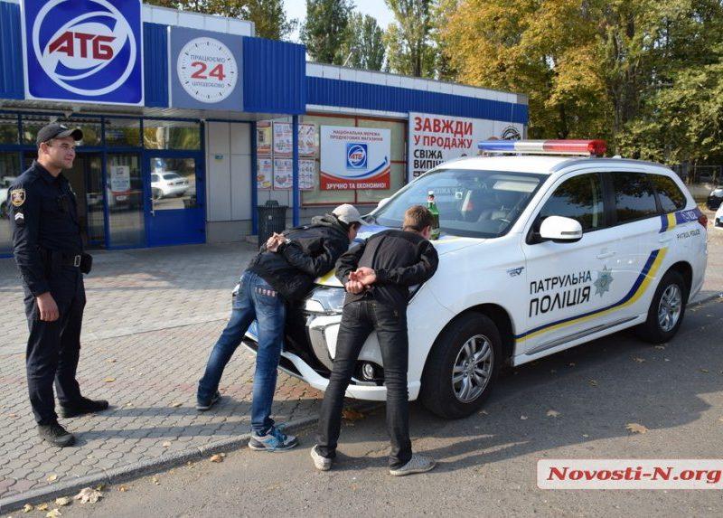 В Николаеве фальшивые «полицейские» и «морпех» заковали в наручники и избили до неузнаваемости мужчину