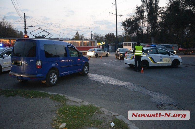 На перекрестке в Николаеве столкнулись «ВАЗ» и «Фольксваген» — пострадала женщина
