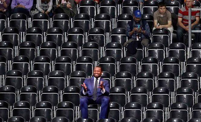 Рэпер 50 Cent выкупил половину зала у своего конкурента, чтобы тот выступал при пустых трибунах