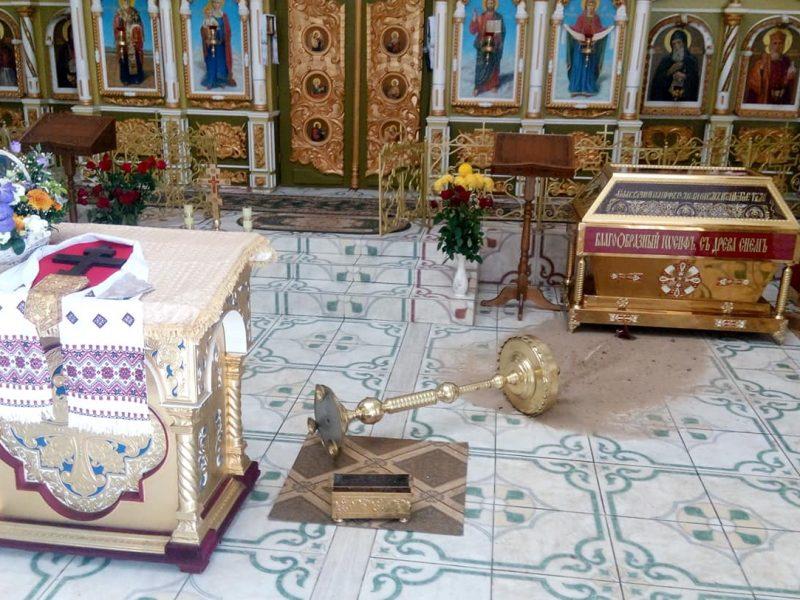 """В Днепре пьяный мужчина """"имел претензии к Богу"""" и начал крушить все в храме"""