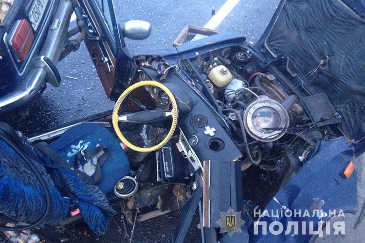 В Тернопольской области водитель выжил в Жигули, разорвавшемся пополам во время ДТП