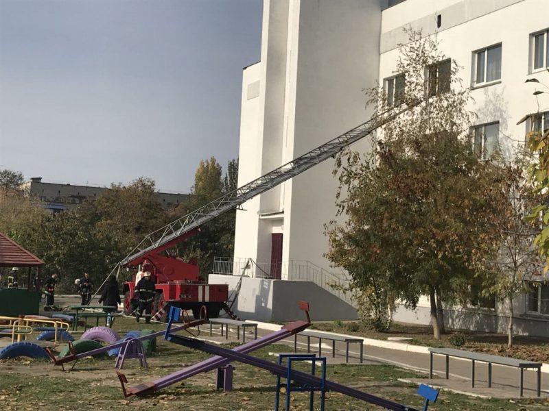Спасатели отработали тушение школы-интерната в Вознесенске
