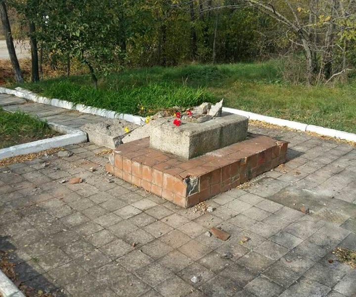 На Николаевщине вандалы разгромили памятник Герою Советского Союза