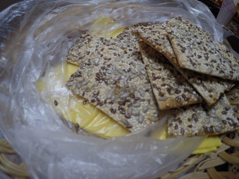 Николаевцу продали печенье с червями: «Ползают по дну коробки, на фоне семян в глаза не бросаются»