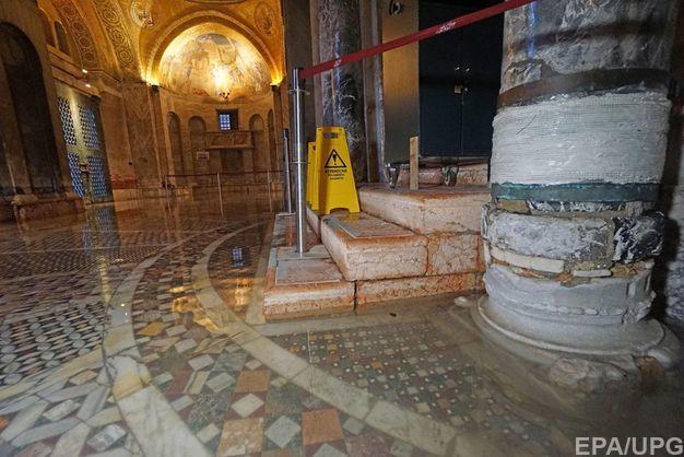 В Венеции наводнение повредило тысячелетний собор святого Марка
