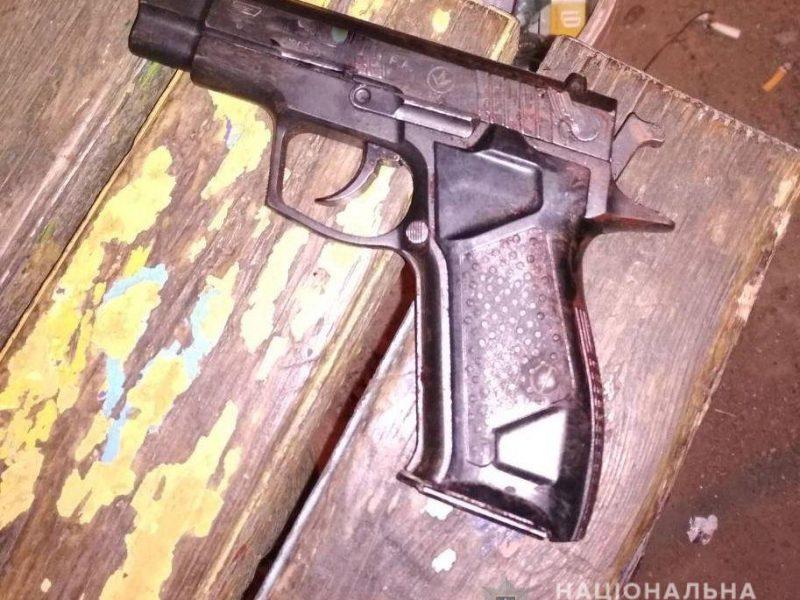 Сегодня ночью в Николаеве снова стреляли: полиция нашла на месте инцидента 20 гильз и мужчину с многочисленными ранениями