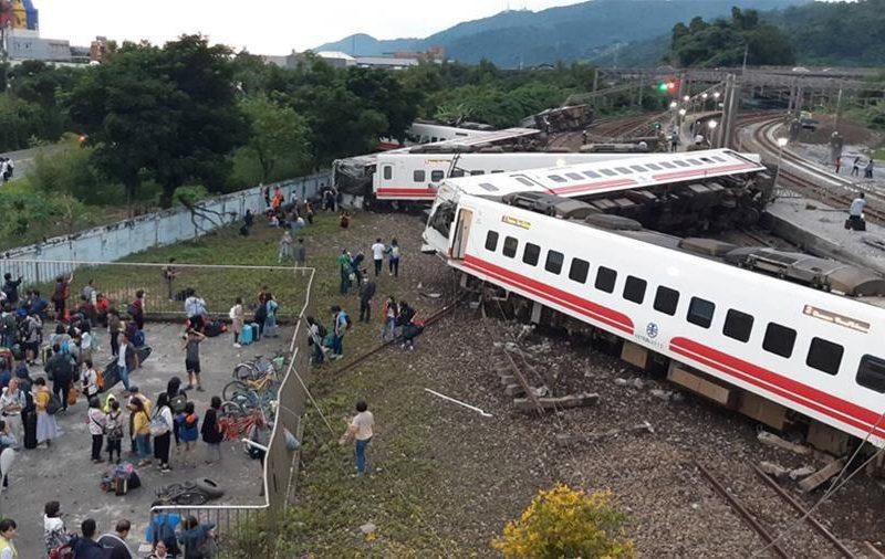 Число пострадавших в железнодорожной катастрофе на Тайване превысило 150 человек