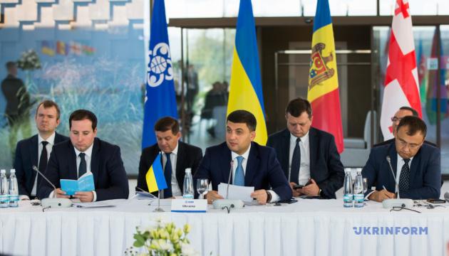 Украина и Грузия синхронно отменили визы