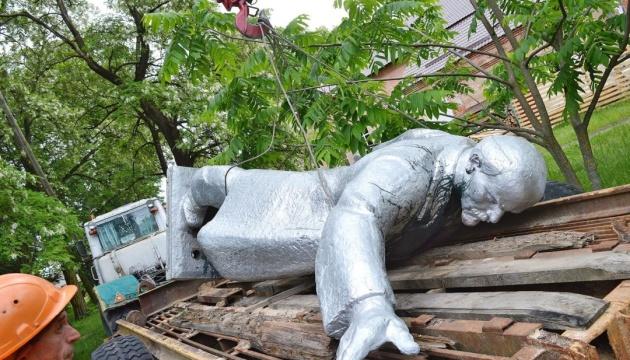 На Черниговщине власти организовали аукцион и продали бронзового Ленина за 220 тысяч гривен