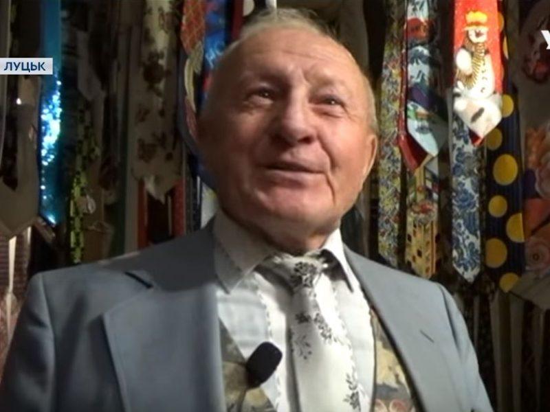 Туристический объект. В Луцке пенсионер создал уникальный музей галстуков