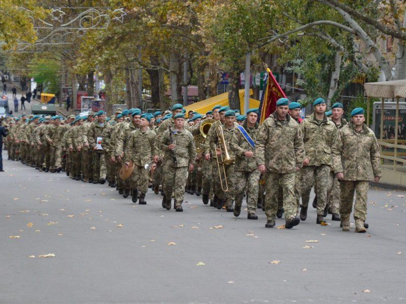 Николаев торжественно встретил вернувшихся с Донбасса морпехов