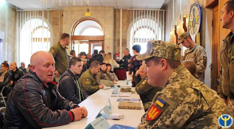 Военная служба по контракту. В Николаеве желающим представили ее возможности и перспективы