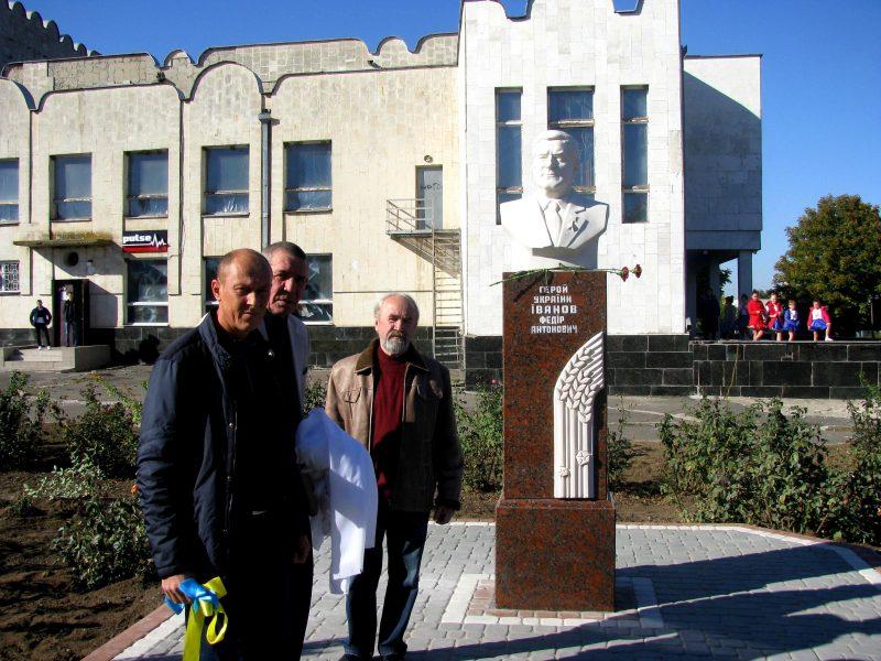 В Парутино открыли бюст Герою Украины Федору Иванову