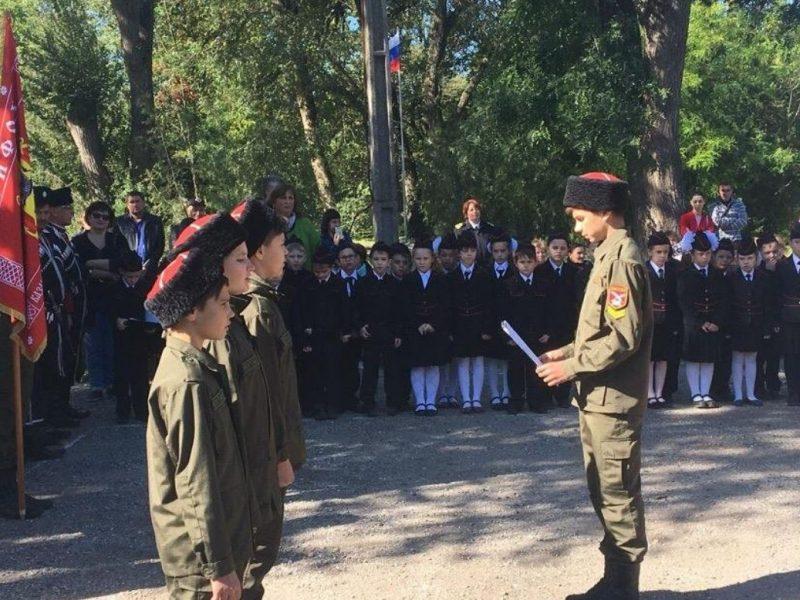 В оккупированной Керчи школьников принимали в «казаки» и «отряд друзей ФСБ»