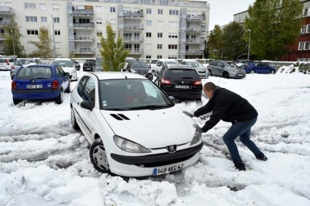 Францию засыпало снегом. Замело и Испанию