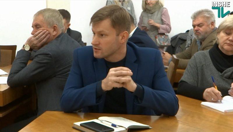 Затопленная «Надежда» и испорченный паркет: начальник УКС считает, что подрядчиком не была нарушена технология производства, мэра Николаева паркет беспокоит