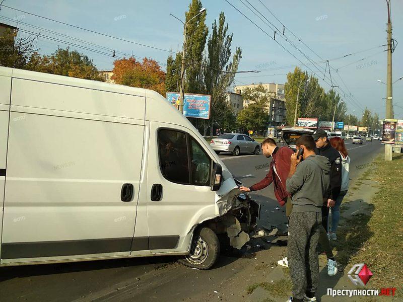 Печально известный дебошир, устроивший два года назад драку в центре Николаева, врезался в припаркованный «Daewoo»
