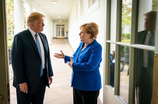 Меркель разозлилась из-за штурма Капитолия, Зеленский осуждает