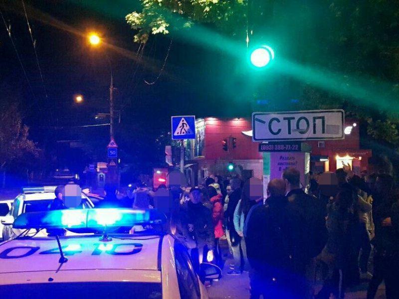 Ночью в центре Николаеве пьяная молодежь устроила массовую драку