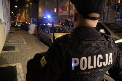 В Польше группа агрессивных парней забросала мужчину бутылками. Предполагают, что жертвой стал украинец