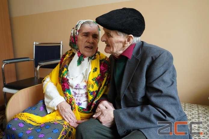 """""""Я его ревную"""": украинка впервые пошла под венец в 81 год"""